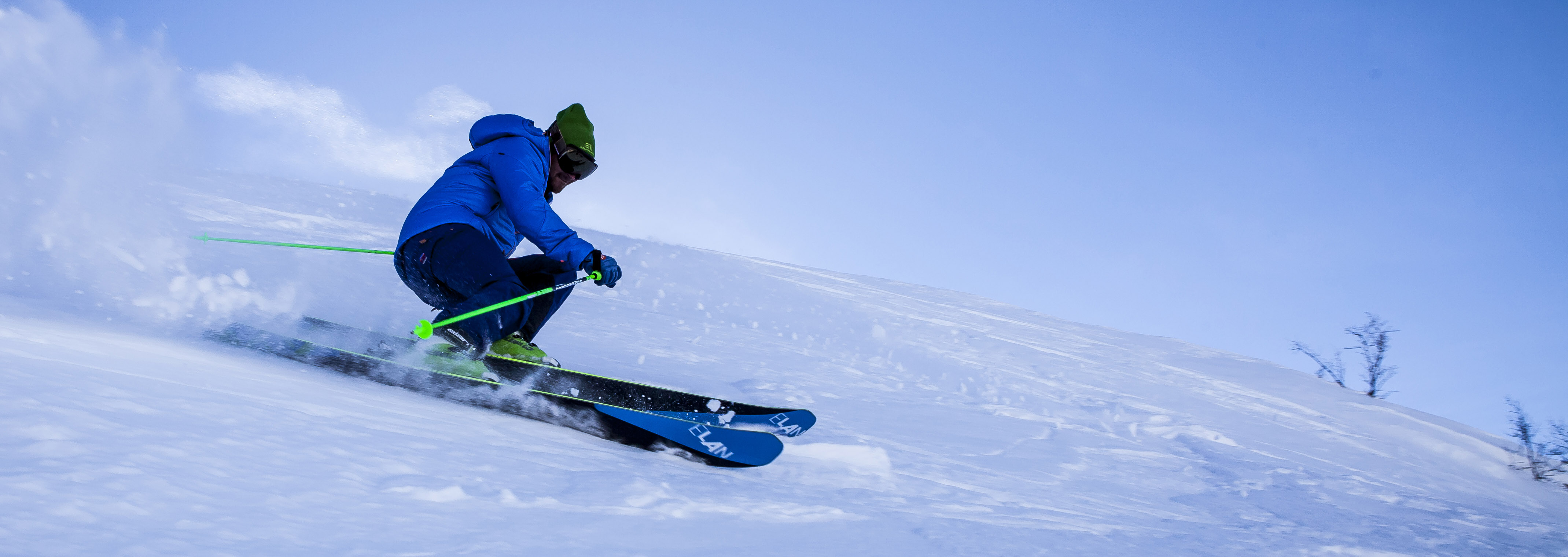 footer-skiier.jpg